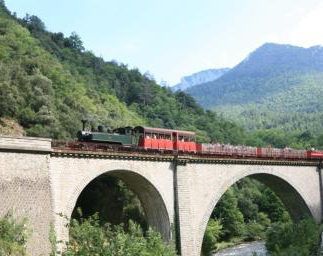 Train en pays cathare proche du camping