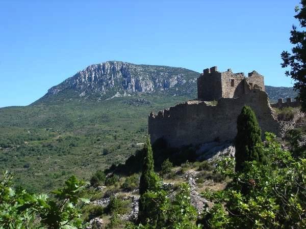 Chateau cathare à visiter à proximité du camping le Moulin du pont dAlies dans l'aude
