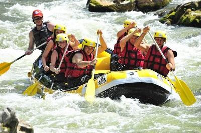 Faire du rafting pendant votre séjour au camping le pont d'lAies