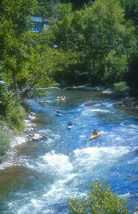 camping proche des bases pour les sports d'eaux
