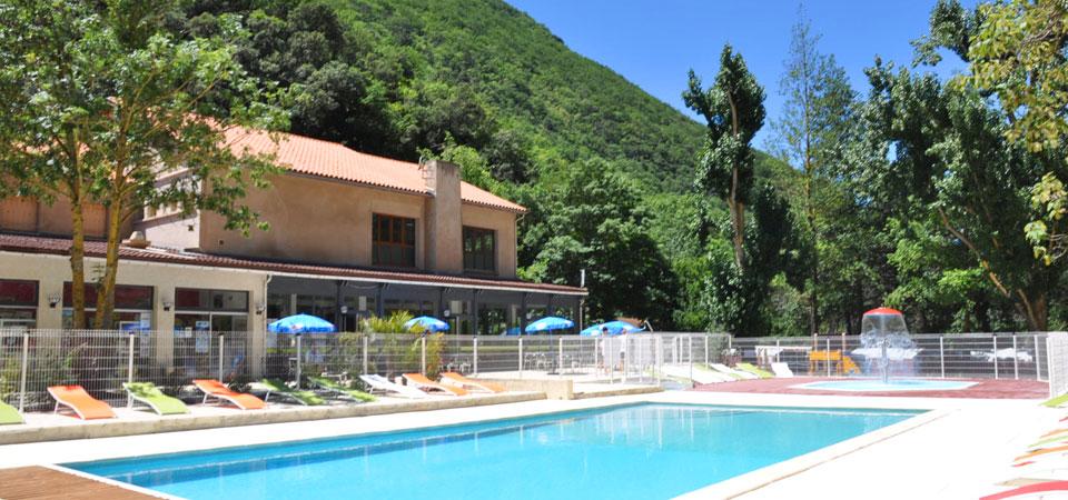 piscine du camping proposant des promos