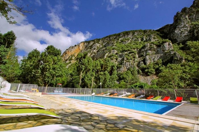 piscine chauffée sur camping proche de Carcassonne
