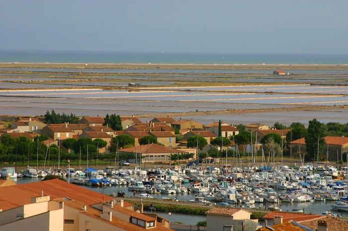 proche de la Méditerranée pour des vacances famille