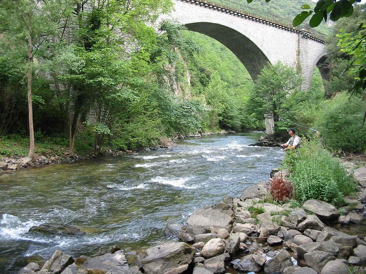 la pêche dans l'aude près du camping