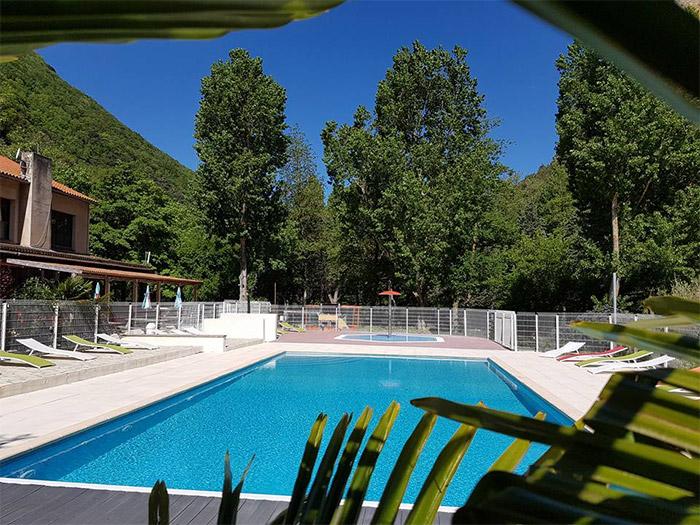 la piscine du camping avec emplacement pour camping-car dans l'Aude